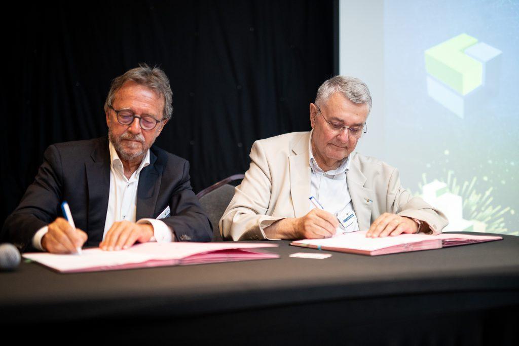 Signature de la convention entre MBTP et la Fondation du BTP (visuel : Didier CHARBONNEL, Président de la Fondation du BTP et Michel THOMAS, Président de MBTP