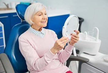 Prendre soin de ses dents après 60 ans